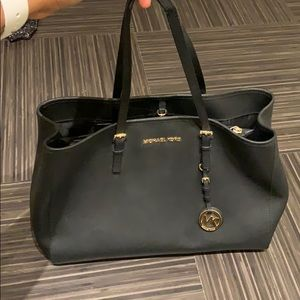 Micheal Kors hang bag